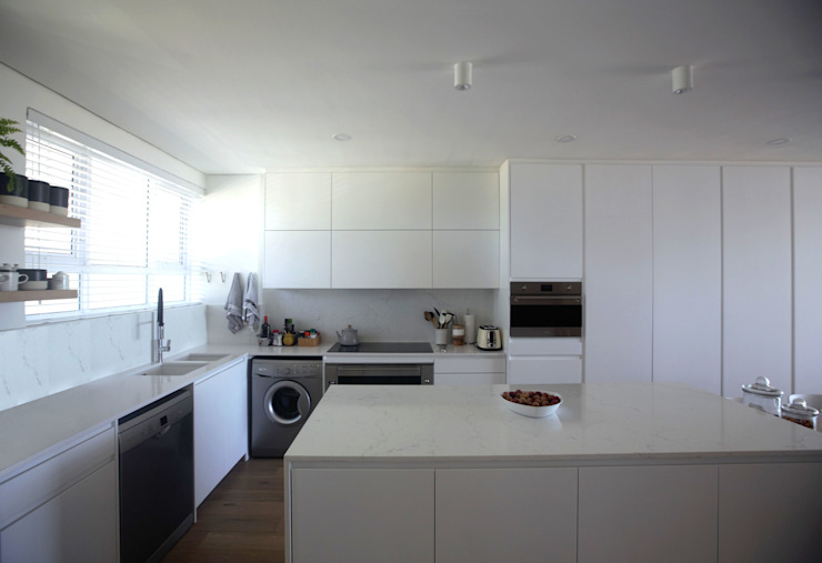 Mouille Point Apartment:  Kitchen by Kunst Architecture & Interiors