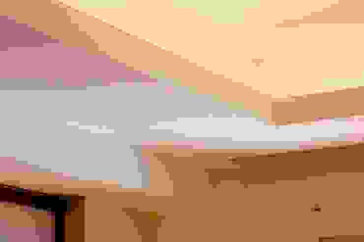 Dettaglio dei controsoffitti di Daniele Arcomano Moderno Legno Effetto legno