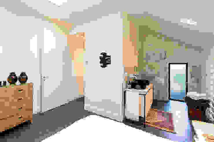 Modern style bathrooms by Marks - van Ham architectuur Modern