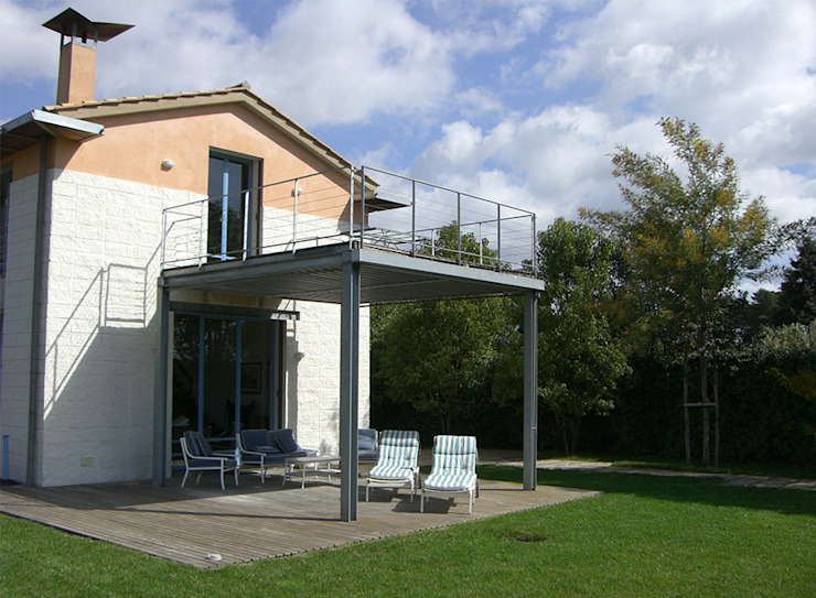 現代房屋設計點子、靈感 & 圖片 根據 Studio Crachi 現代風