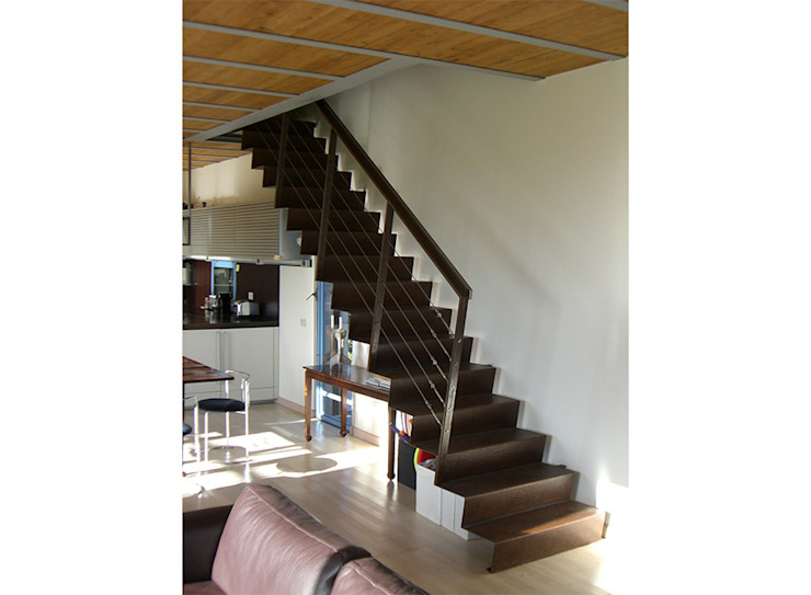 Modern Corridor, Hallway and Staircase by Studio Crachi Modern