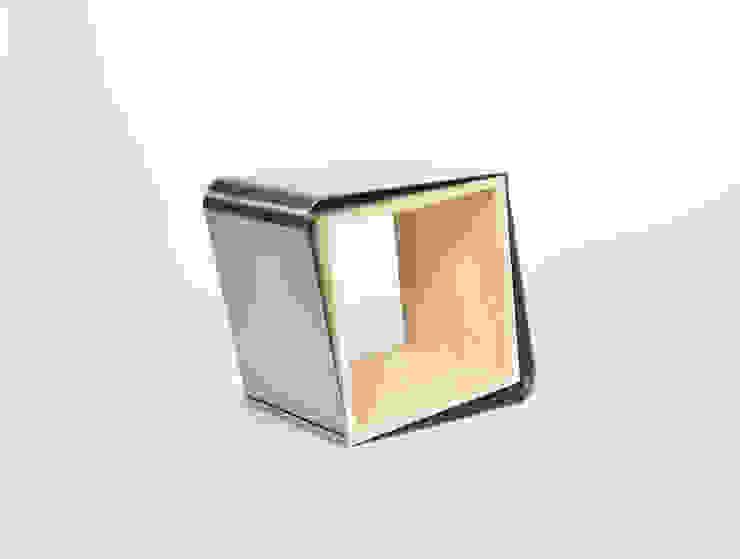 Kruk van Studio Bekkers Minimalistisch Massief hout Bont