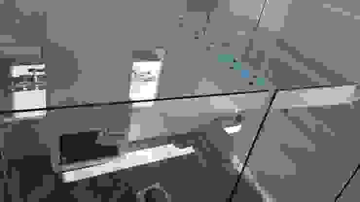 Ruang Keluarga Modern Oleh Arq indus homes Modern Kaca