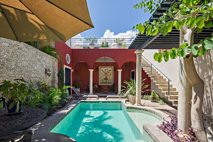 Colonial style pool by Merida Arquitectos Colonial Concrete