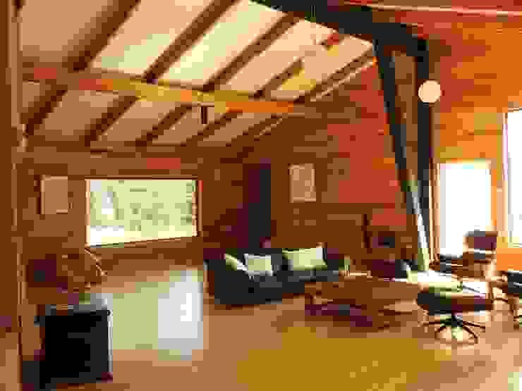 VISTA INTERIOR ESTAR: Livings de estilo  por U.R.Q. Arquitectura