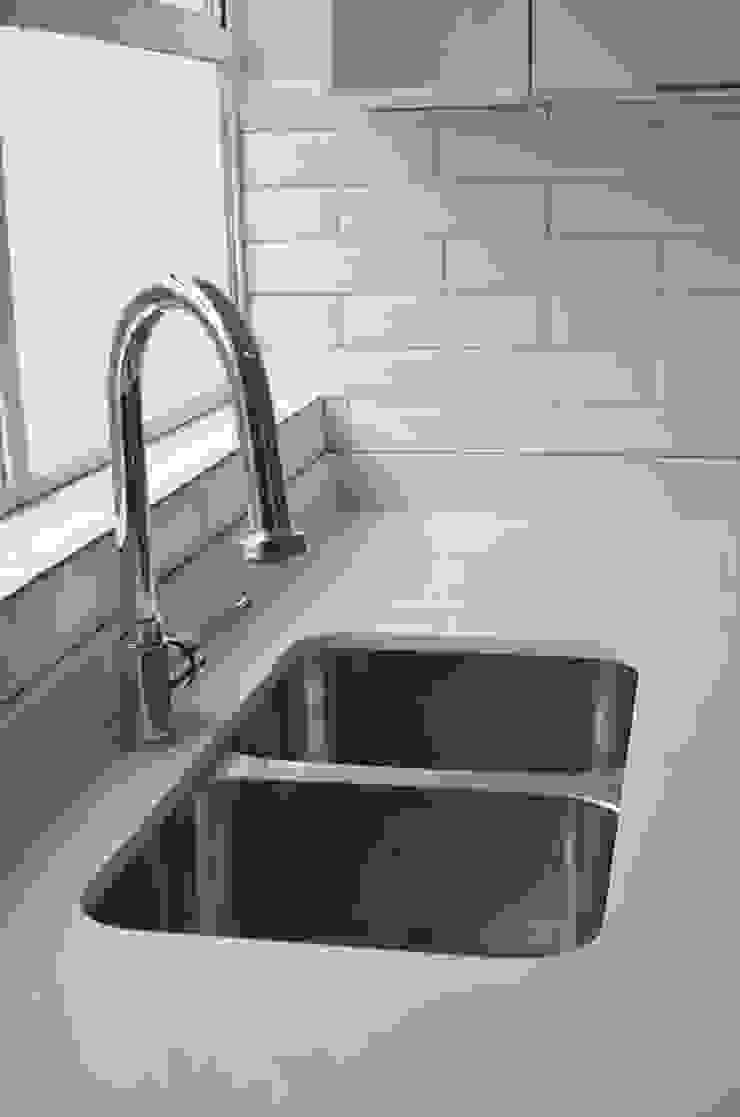 sink Modern kitchen by Première Interior Designs Modern Quartz