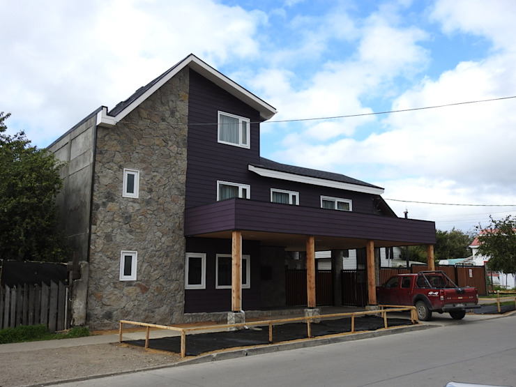 FACHADA PRINCIPAL Casas de estilo ecléctico de U.R.Q. Arquitectura Ecléctico Derivados de madera Transparente