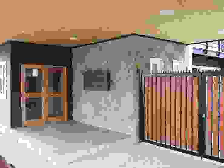 Apart Hotel Madero Pasillos, vestíbulos y escaleras modernos de U.R.Q. Arquitectura Moderno Piedra