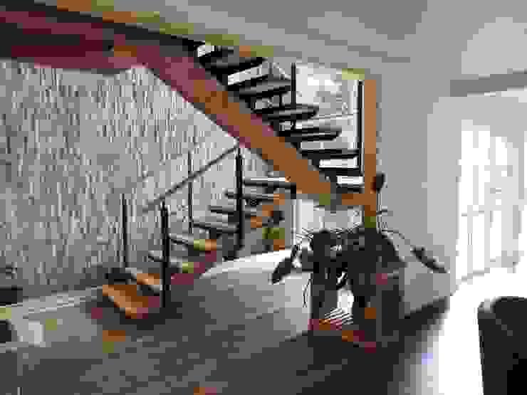 Apart Hotel Madero Pasillos, vestíbulos y escaleras modernos de U.R.Q. Arquitectura Moderno Metal