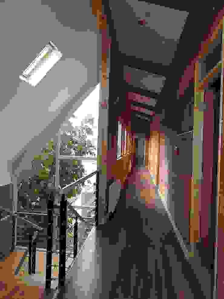 Apart Hotel Madero Pasillos, vestíbulos y escaleras modernos de U.R.Q. Arquitectura Moderno Derivados de madera Transparente