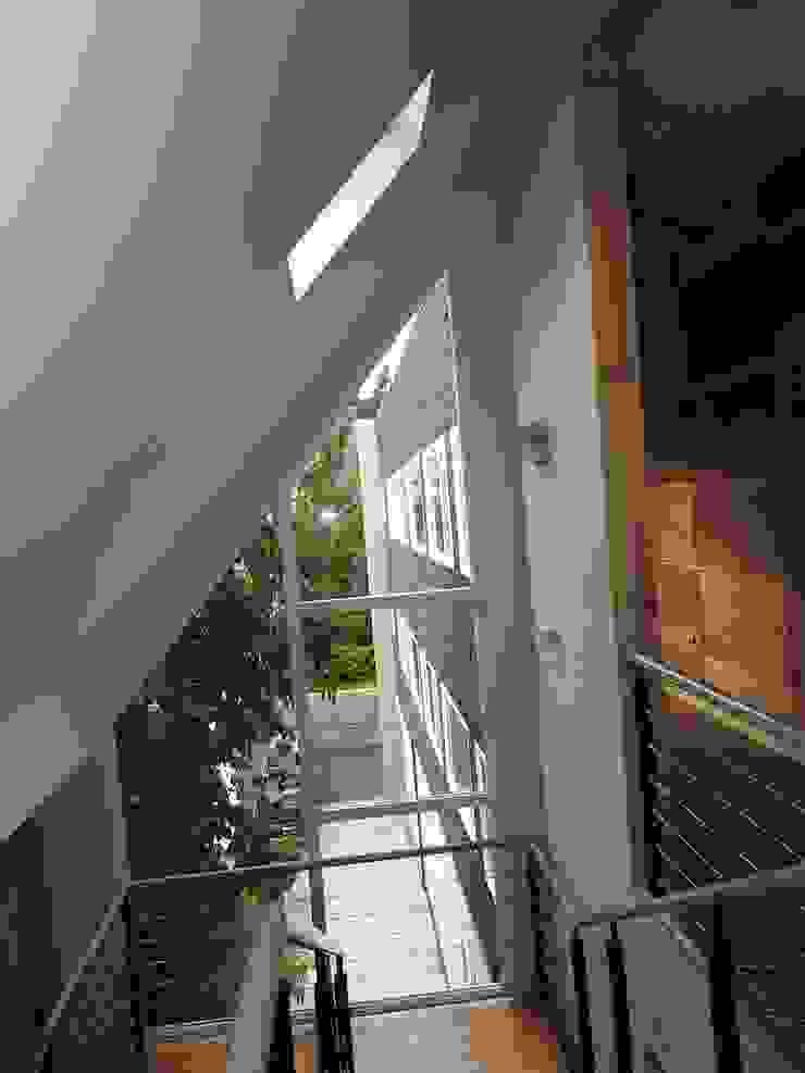 Apart Hotel Madero Pasillos, vestíbulos y escaleras modernos de U.R.Q. Arquitectura Moderno Tablero DM