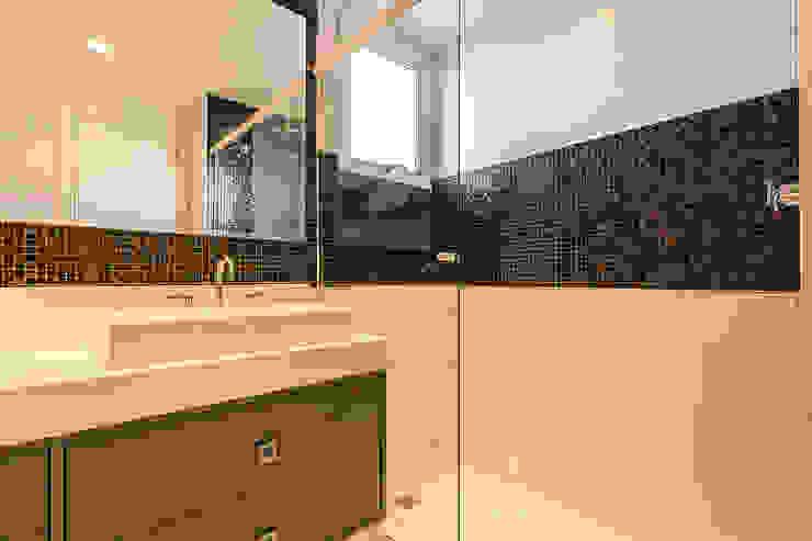 Banheiro da suíte por Vinicius Miguel Arquitetura Mediterrâneo
