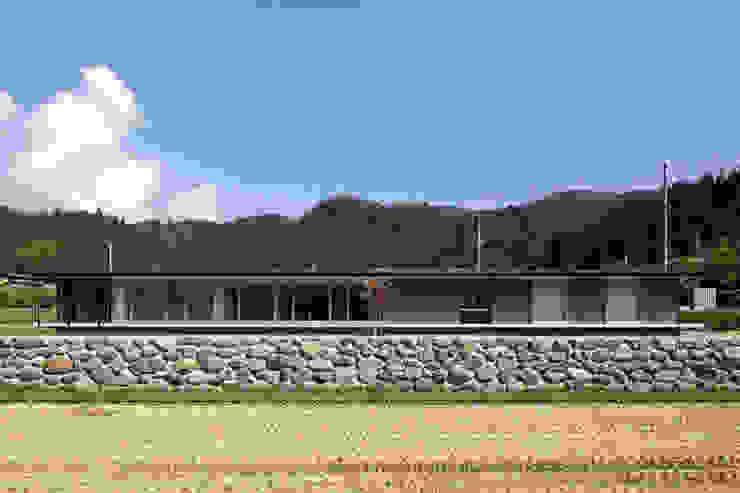 Maisons originales par 浦瀬建築設計事務所 Éclectique