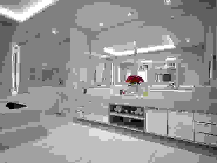 Modern bathroom by Vinicius Miguel Arquitetura Modern