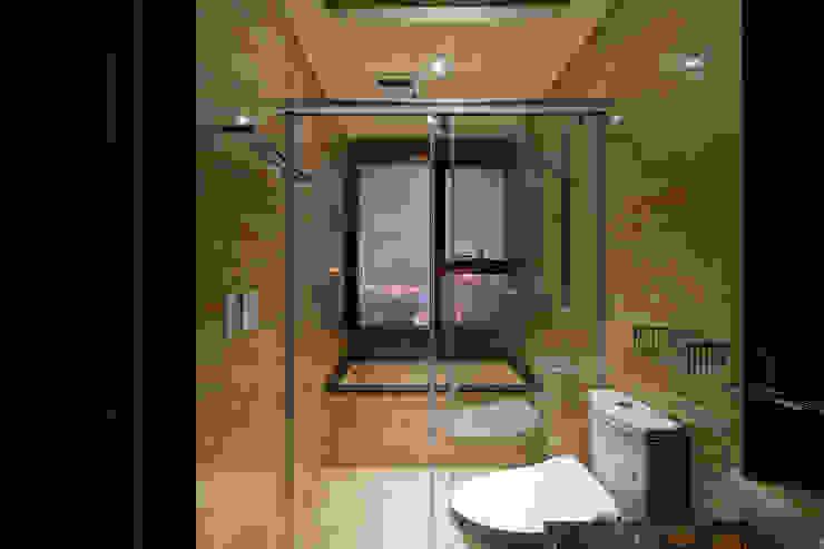 內斂奢華 經典住宅 現代浴室設計點子、靈感&圖片 根據 舍子美學設計有限公司 現代風