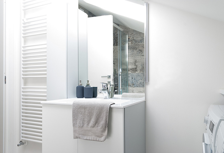 Minimalist style bathroom by Made with home Minimalist