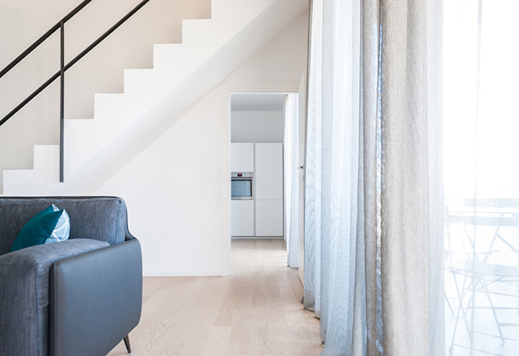 Minimalist corridor, hallway & stairs by Made with home Minimalist