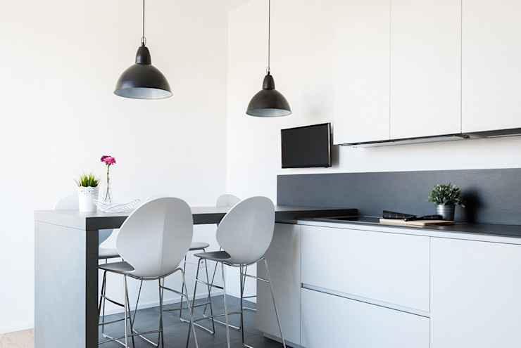 Minimalist kitchen by Made with home Minimalist