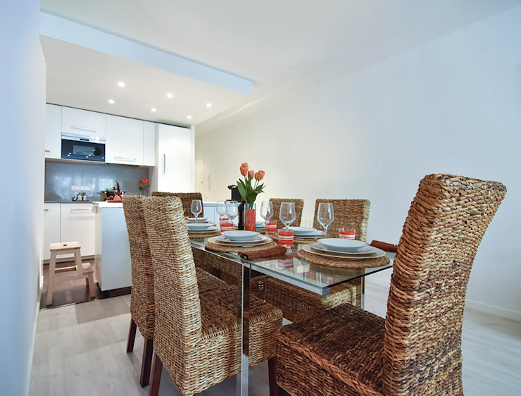 Modern dining room by GokoStudio Modern