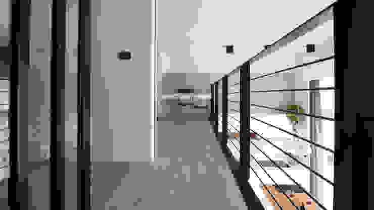 08 斯堪的納維亞風格的走廊,走廊和樓梯 根據 樂沐室內設計有限公司 北歐風 鐵/鋼