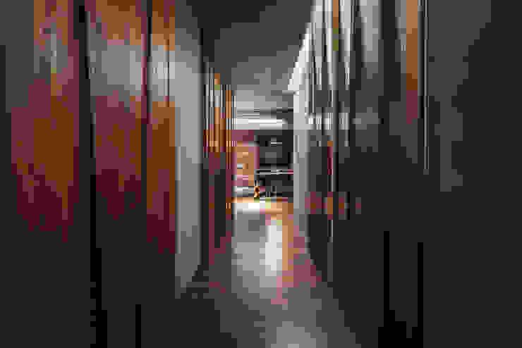 05 工業風的玄關、走廊與階梯 根據 樂沐室內設計有限公司 工業風 實木 Multicolored