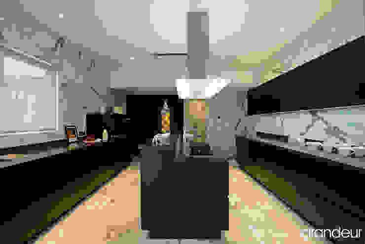 Villas Modern kitchen by Grandeur Interiors Modern