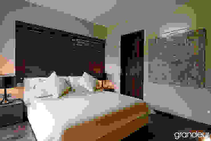 Villas Modern style bedroom by Grandeur Interiors Modern