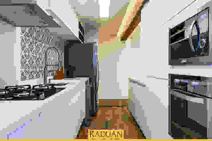 Raduan Arquitetura e Interiores Кухня