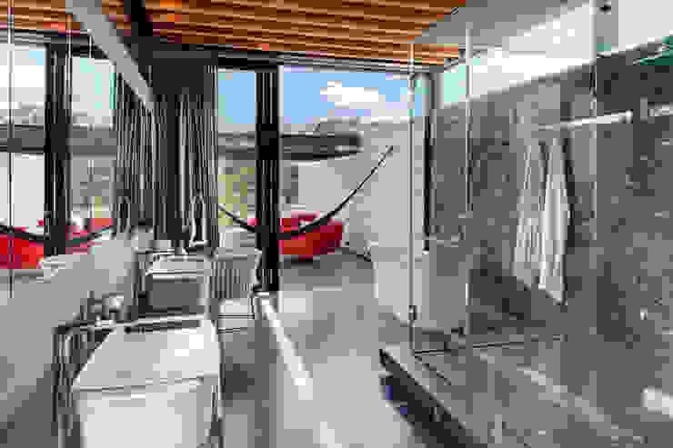 grupoarquitectura Modern style bathrooms