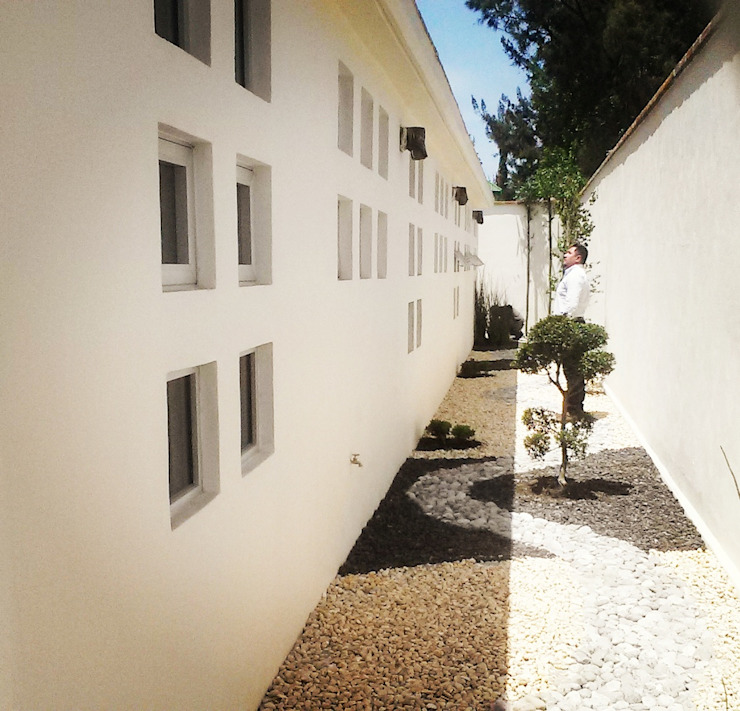 Centro de Salud Emocional del INJUVE 2M arquitectos Jardines minimalistas