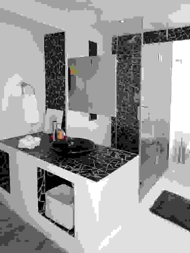 Apartamento de Playa RRA Arquitectura Baños de estilo minimalista Cerámico Negro