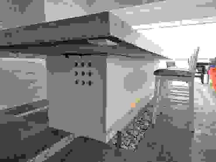 Apartamento de Playa RRA Arquitectura Cocinas de estilo minimalista Concreto Blanco