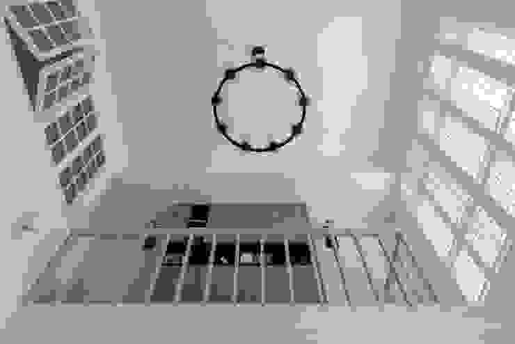 美式生活 經典風格的走廊,走廊和樓梯 根據 倍果設計有限公司 古典風