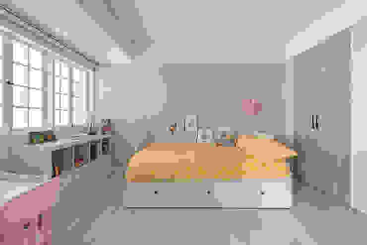 Dormitorios de estilo  de 倍果設計有限公司, Clásico