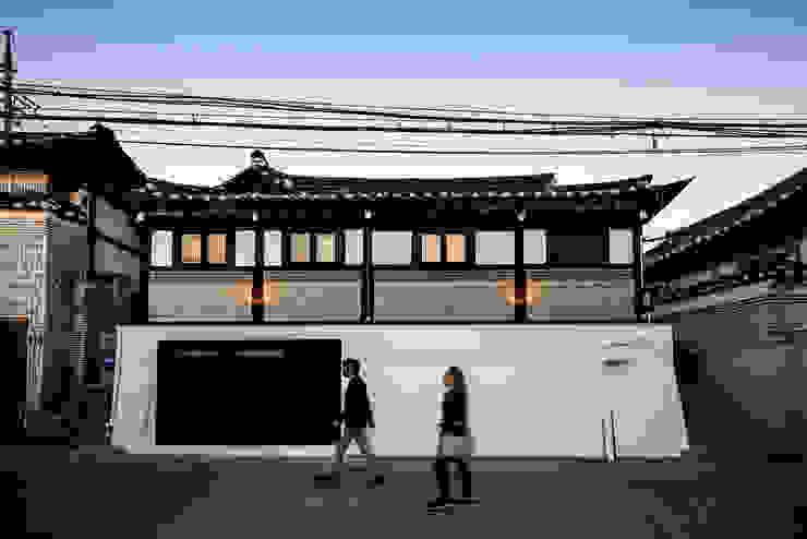 PDR OFFICE 한옥 사무실 외관 by 쿠나도시건축연구소 모던 금속