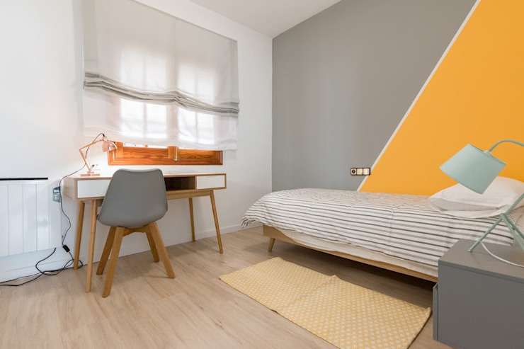 Modern style bedroom by eM diseño de interiores Modern