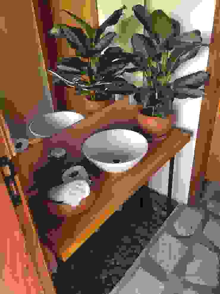 Rustic style bathroom by Arkete Arquitetura e Sustentabilidade Rustic Wood Wood effect