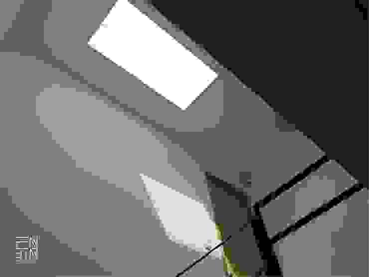 黑色基地 工業風的玄關、走廊與階梯 根據 釩星空間設計 工業風