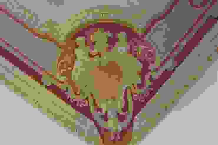 Soffitto dipinto, particolare degli stucchi Colori nel Tempo - decorazioni pittoriche Sala da pranzo in stile classico Rosso