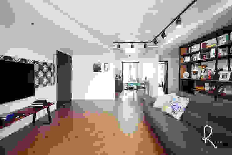 Salas / recibidores de estilo  por 로하디자인,