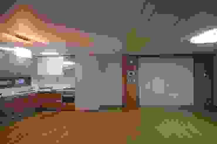 공사 전 거실: 로하디자인의 컨트리 ,컨트리