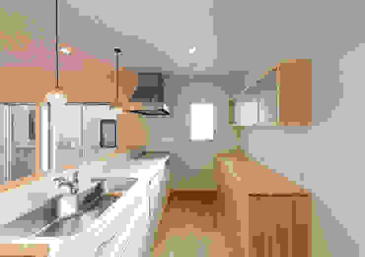 Moderne Küchen von 中村建築研究室 エヌラボ(n-lab) Modern Holz Holznachbildung