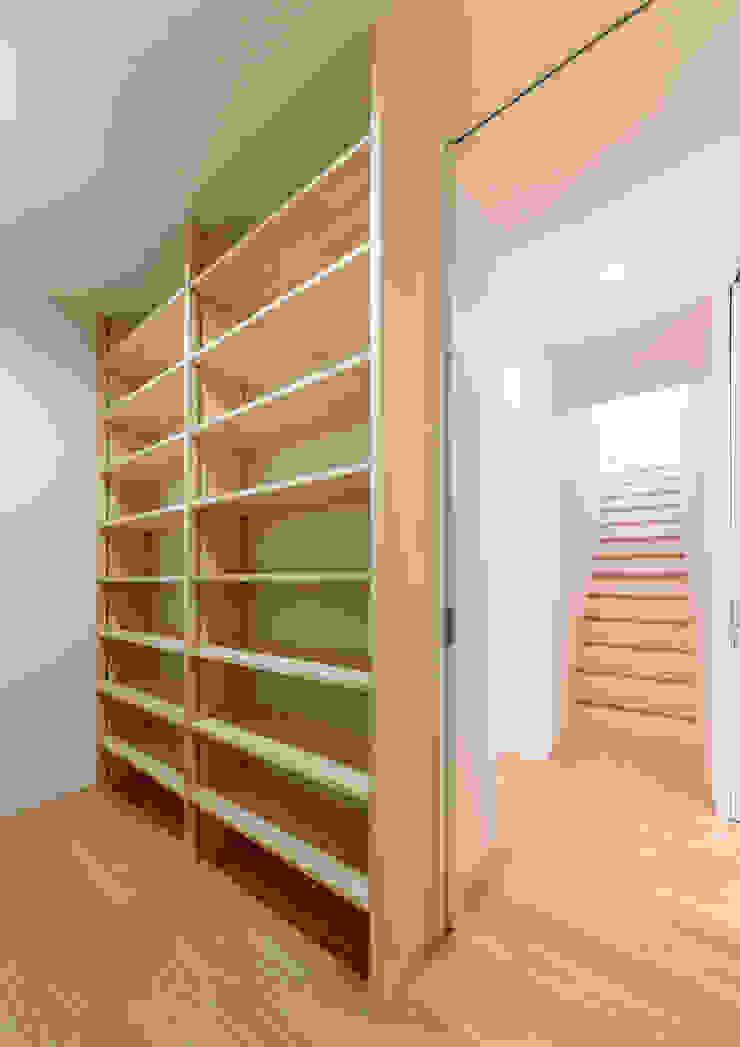 Moderne Arbeitszimmer von 中村建築研究室 エヌラボ(n-lab) Modern Holz Holznachbildung