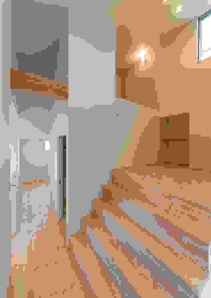 Moderner Wintergarten von 中村建築研究室 エヌラボ(n-lab) Modern Holz Holznachbildung