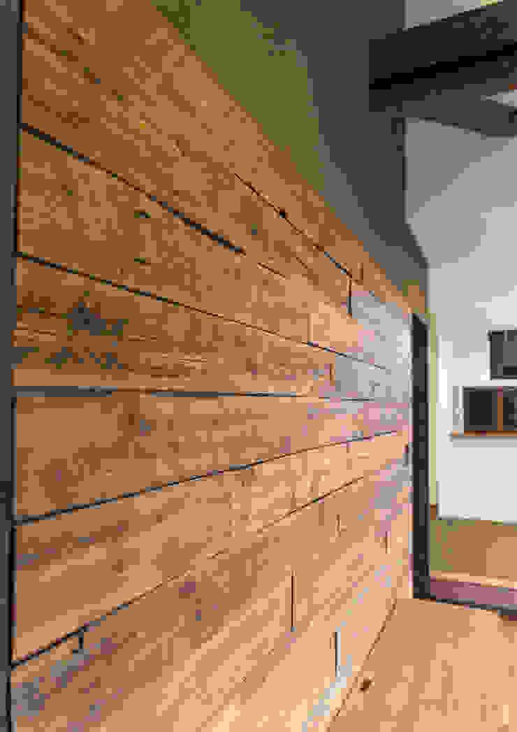 Moderne Wohnzimmer von 中村建築研究室 エヌラボ(n-lab) Modern Holz Holznachbildung