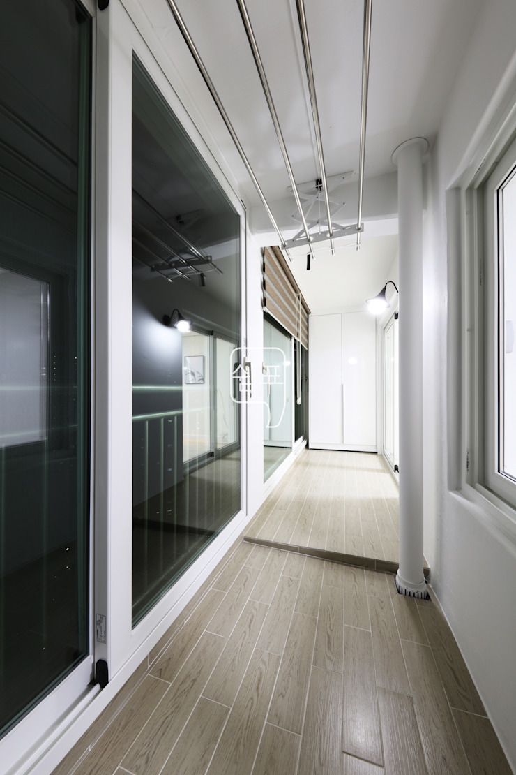 minimalist style balcony, porch & terrace by 쉼표디자인SHUIMPYO DESIGN Minimalist