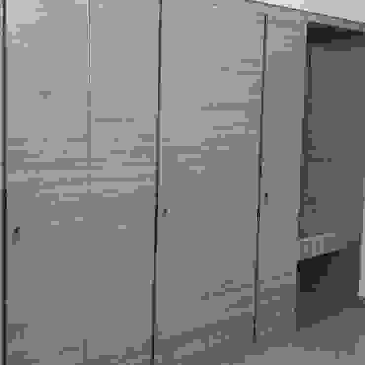AV House Interior - Mahaveer Laural Apartment Modern style bedroom by Soul Ziv Architecture Modern