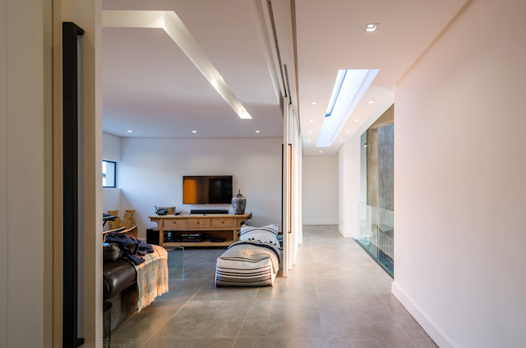Modern Farmhouse - Silverlakes Nature Reserve Modern living room by Karel Keuler Architects Modern