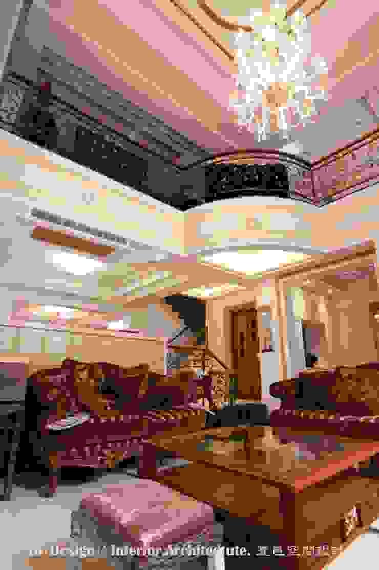 客廳 根據 Hi+Design/Interior.Architecture. 寰邑空間設計 古典風