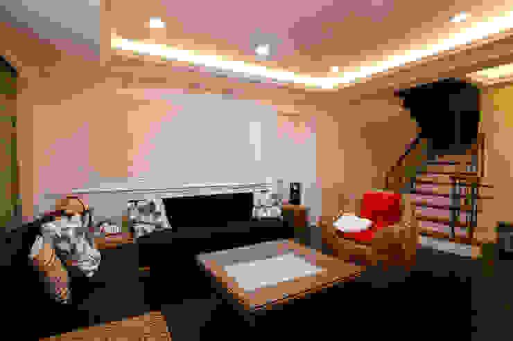 二樓起居室 根據 Hi+Design/Interior.Architecture. 寰邑空間設計 古典風